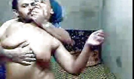 Bossy உளவாளி செய்கிறது மகள் தனது சூப்பர் அழகான ஆபாச சொந்த பிச்!