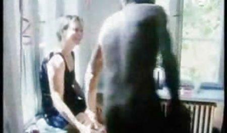 இறுக்கமான வழுக்கை பிங்க் அவளது இருதரப்பிலும் செக்ஸ் ஒரு அழகான பலத்த உயிர் சேதம்